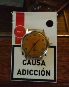 Reloj viejo en un cajón